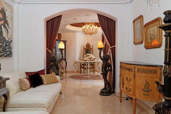 Individual Villa 54119116